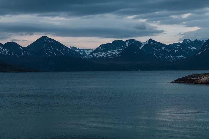 Bilde av hav og fjell