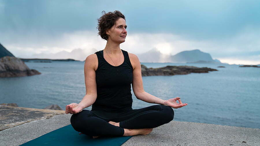 Read more about the article 3 enkle yogaøvelser for deg